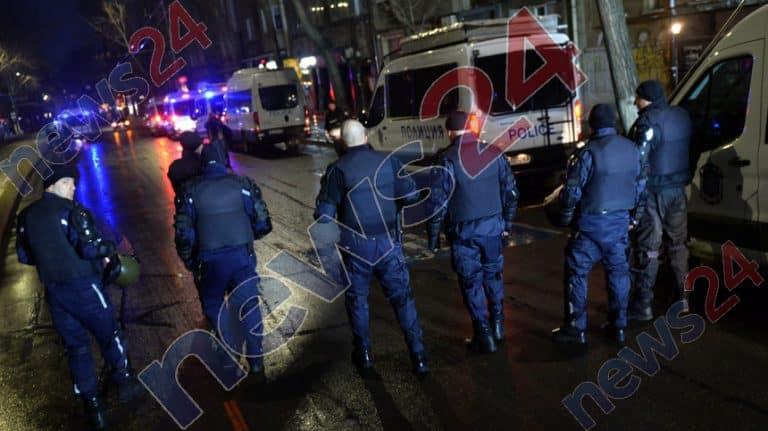 СИГНАЛ ДО News24sofia.eu! Страшен екшън с джип на жълтите павета в София