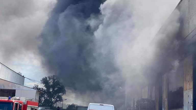 Пожар в блок вдигна на крак огнеборците в Пловдив