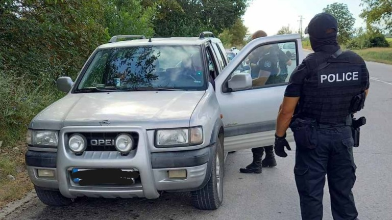 Арестуваха 12 души при поредна акция на полицията