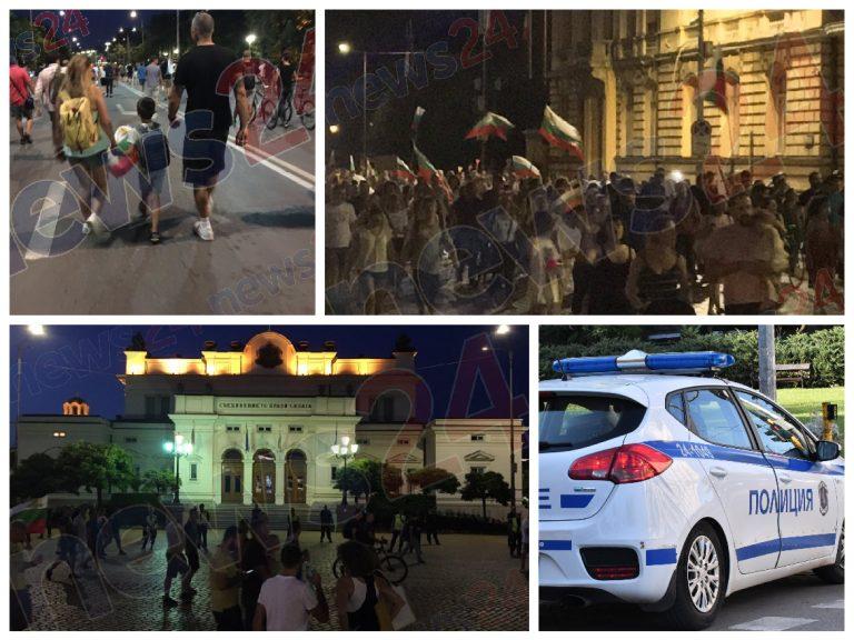 27-и ден на антиправителствени протести: Палатковите лагери в София остават (СНИМКИ/ВИДЕО)