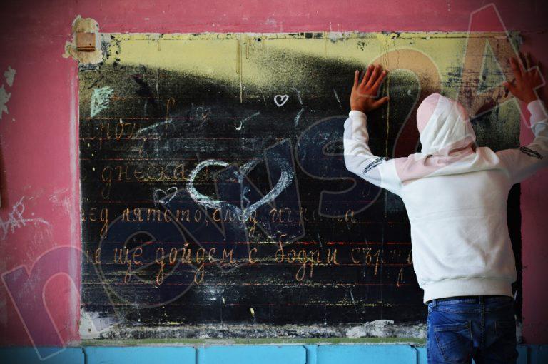 Учениците от 6 и 11 клас се връщат в класните стаи