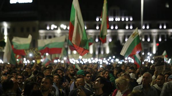 Ден 102 на протеста: Софиянци отново са под прозорците на властта, в понеделник ще правят омлет