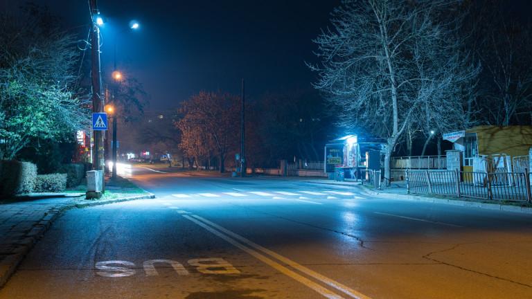 Микробус помете майка с дете на пешеходна пътека в Пловдив