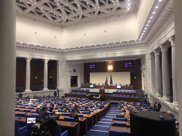 БСП настоява България да преговаря за руската ваксина, ГЕРБ определиха искането като лобизъм