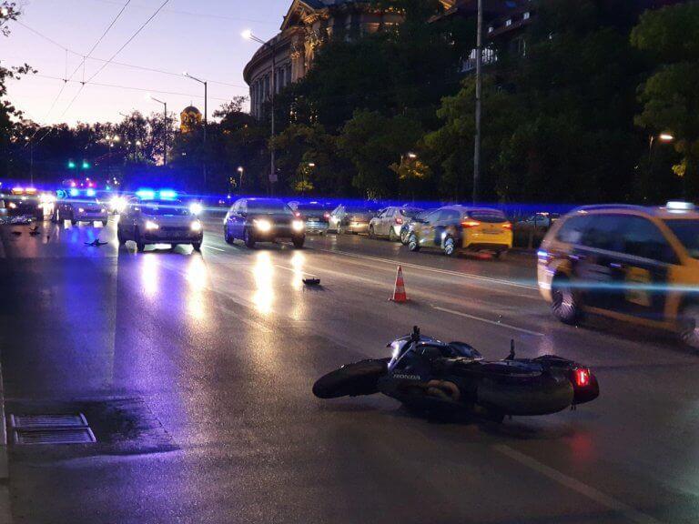 Моторист загина в центъра на София (СНИМКИ)
