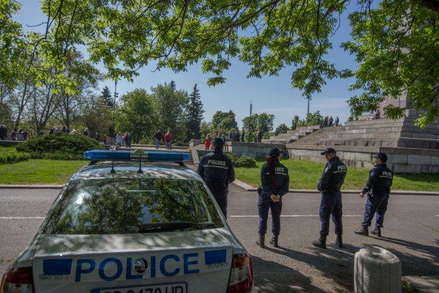 Първо в News24sofia.eu! Кърваво меле между тийнейджъри на паметника на Съветската армия в София