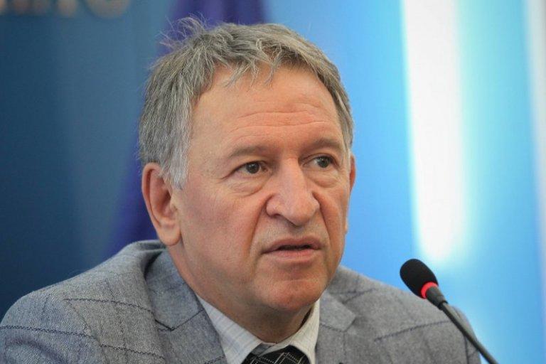 Кацаров отрича за натиск от Радев за новите мерки