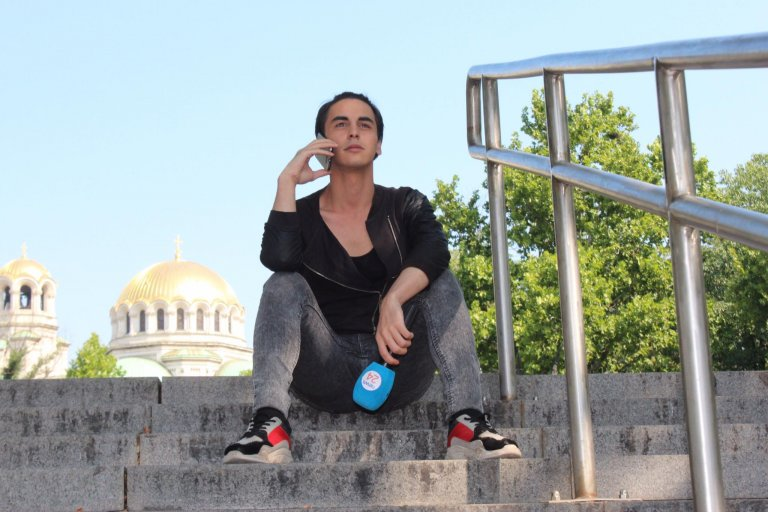 Разгонени гейове налазиха журналистът Тодор Стефанов, разпространяват фалшиви новини (СНИМКИ)