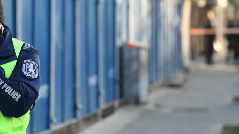 Кола отнесе ограда на заведение за бързо хранене в Пловдив