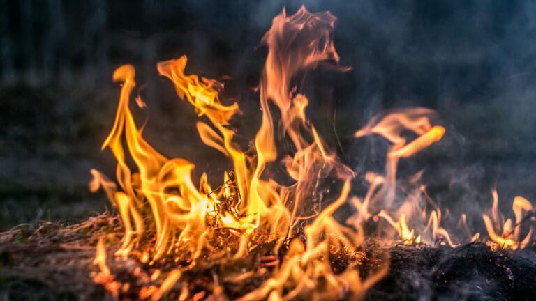 Пожар пламна в болницата в Кърджали, има пострадали