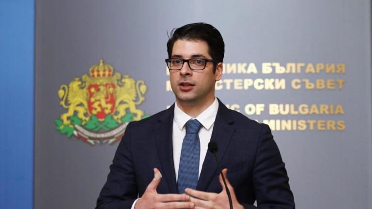 Атанас Пеканов има различна визия за икономиката от Петков и Василев