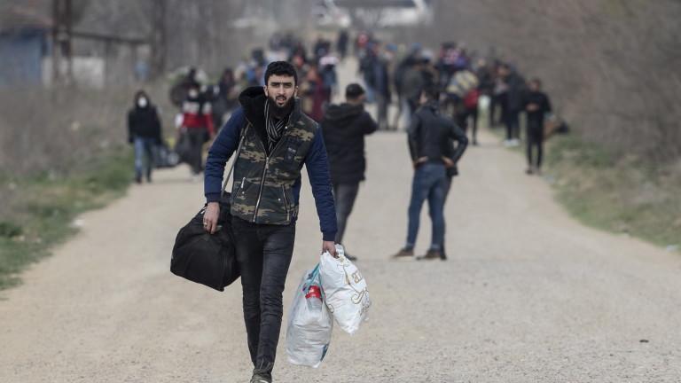 Без да признаем талибаните, не може да връщаме мигранти