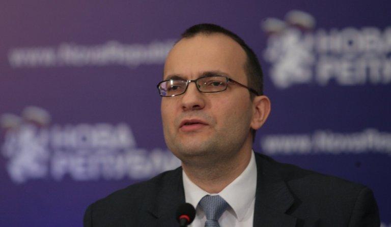 ДБ сигурни, че Петков и Василев няма да крадат от тях