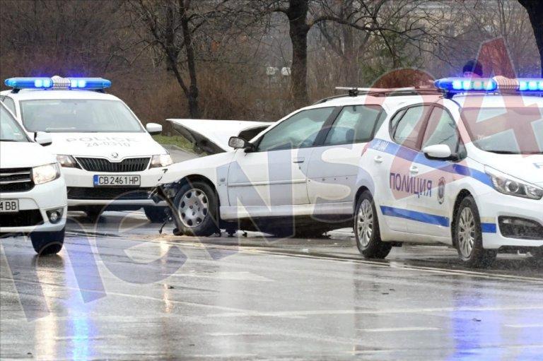 """Катастрофа с три коли блокира столичния бул. """"Брюксел"""""""