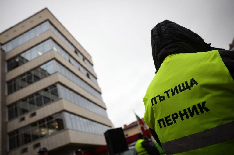 Първо в News24sofia.eu! Пътищарите не влязоха на среща нито в МС, нито в МРРБ (СНИМКИ)