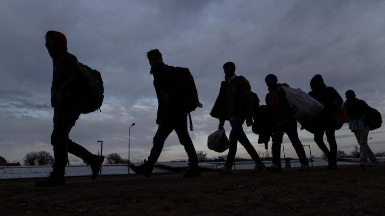"""Заловиха 30 нелегални мигранти край АМ """"Тракия"""""""