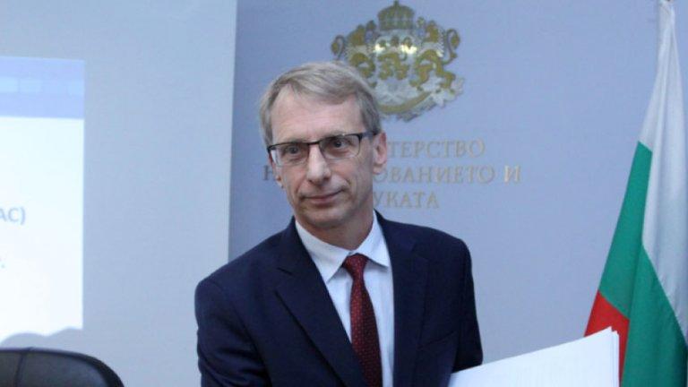 Николай Денков: Затворихме частните школи, защото там се срещат деца от различни училища