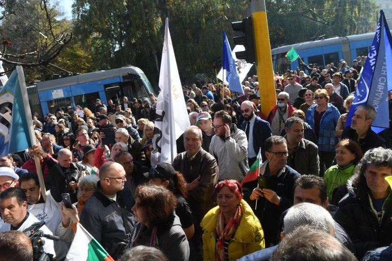Темата на NEWS24sofia.eu! Медици искат от Кацаров увеличение на заплатите, твърдят че в болниците е хаос (ВИДЕО)